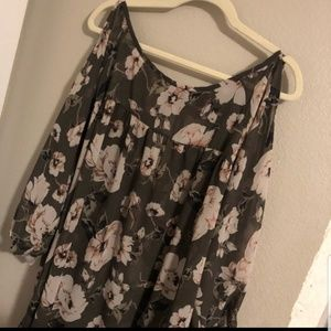 REPOSH!!! Olive Green Floral Top